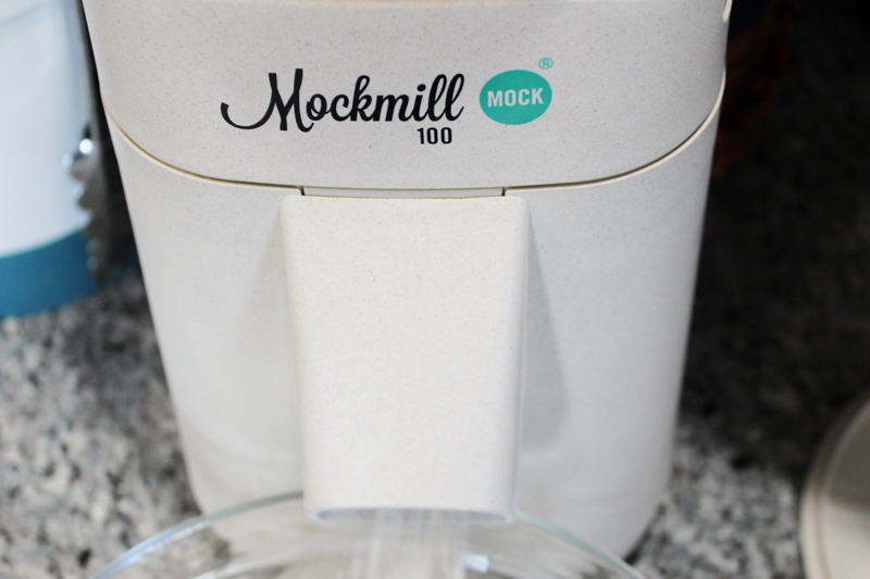Mockmill 100 milling grain
